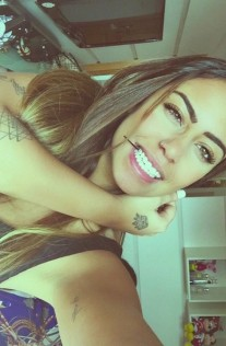 Neymar's sister with the pearly whites.